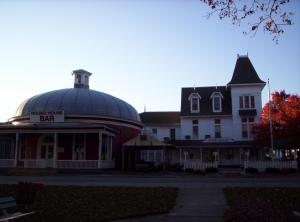 The historic Park Hotel on south Bass island at Puy in Bay